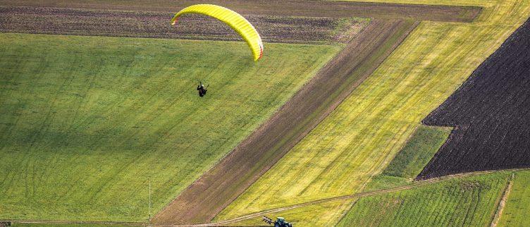 Waar kun je parachutespringen in Nederland?