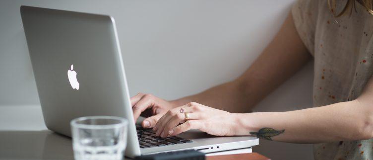 Waar let je op bij het afsluiten van een laptop verzekering?