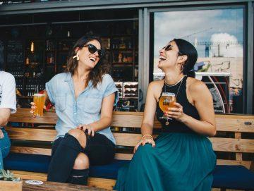 6 manieren om nieuwe vriendinnen te ontmoeten (vriendschappelijk)
