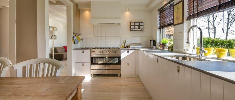 hoe kies je de juiste gordijnen voor in de keuken