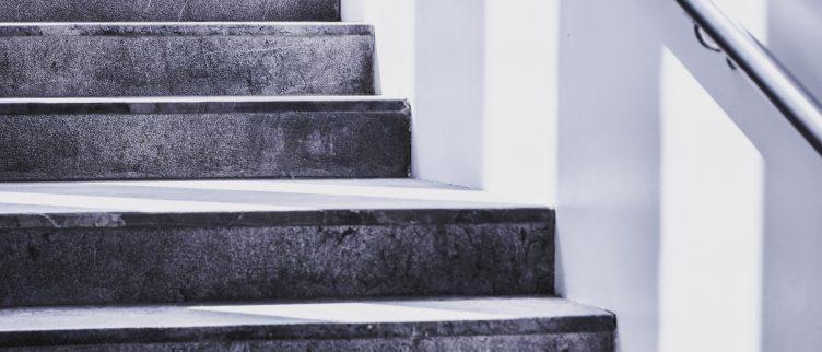 Wat kost het om je trap opnieuw te laten bekleden?