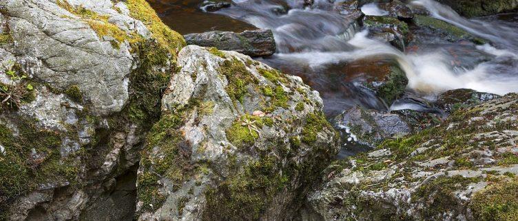 Wat is een leuke camping aan een rivier in de Ardennen?