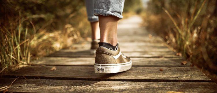 Hoe kun je afvallen door te gaan wandelen?