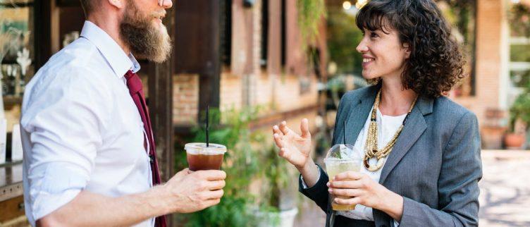 Hoe kun je nieuwe mensen leren kennen? 12 tips