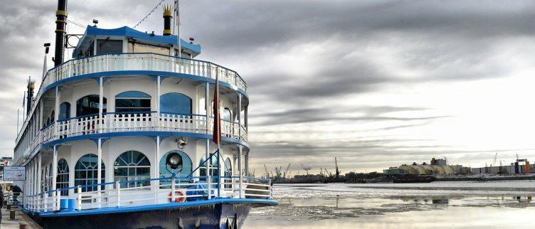 Waar in Nederland kun je varen op een partyboot?