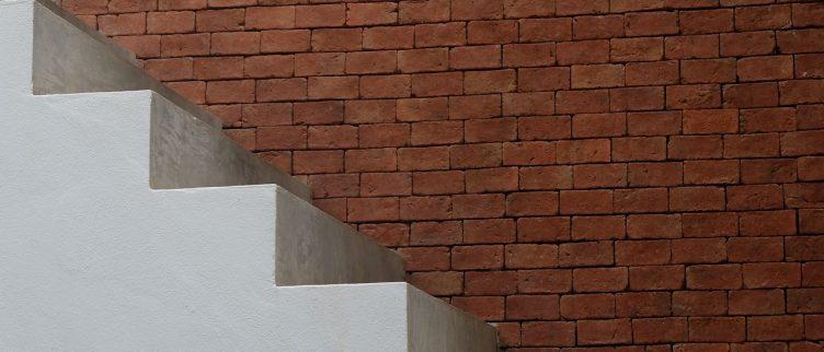 7 tips om lijmresten van je trap te verwijderen