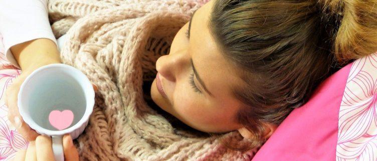 8 tips om snel van keelpijn af te komen