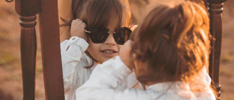 Hoe koop je de juiste zonnebril voor een baby?