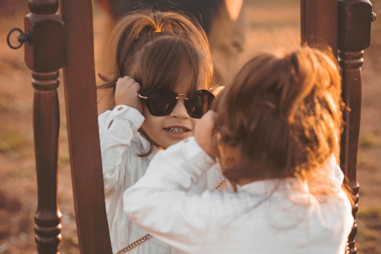 Hoe koop je de juiste zonnebril voor een baby? | DIK.NL