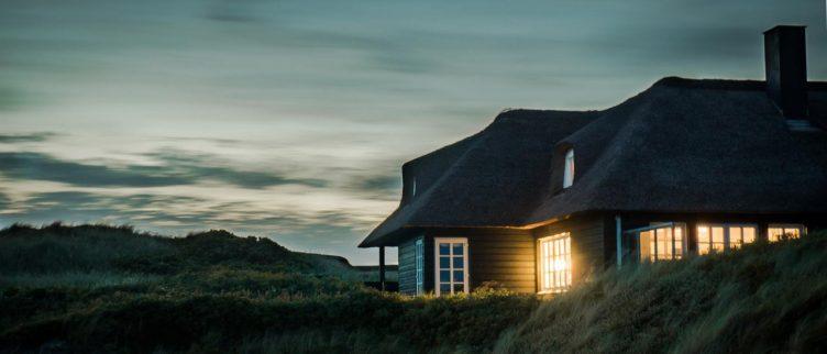 Waar kan ik een woonhuisverzekering afsluiten?