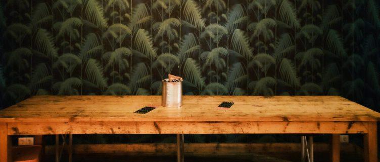 6 tips om een houten tafel op te knappen