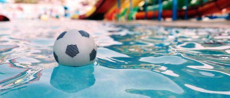 8 gave zwembaden met glijbaan in Nederland
