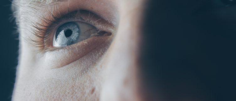 Wat kun je doen tegen hangende oogleden?