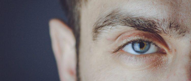 Wat kun je doen tegen een dik ooglid?