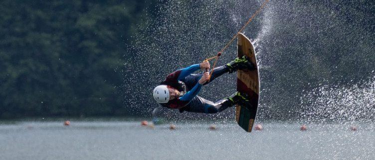 14 plekken waar je kunt waterskiën en wakeboarden